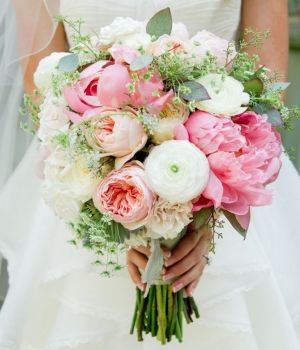 Decorating with wedding flowers