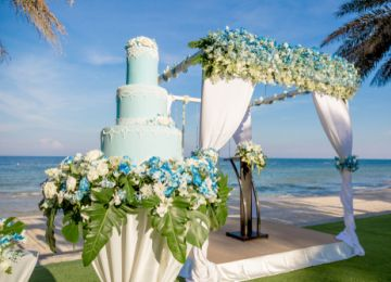 Cake by the Ocean? Dessert Tips for Your Outdoor Wedding