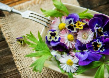 Flowers and Food: A Beautifully Eco-Friendly Wedding Combination