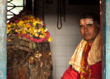 How Do I Become Ordained as a Hindu Pujari?