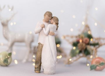 Getting Married During the Holiday Season: A Guide