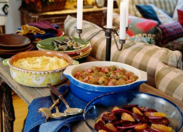 Essential Tips for Your Potluck Wedding Reception