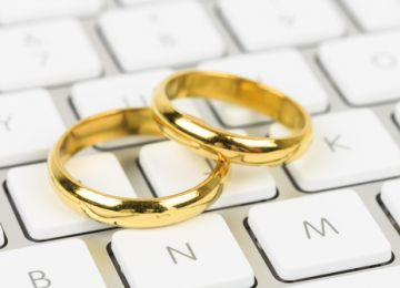 A Quick Guide to Wedding Ring Shopping Online