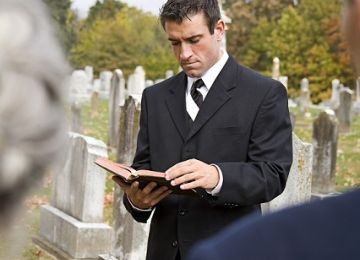 How to Officiate at a Funeral Service